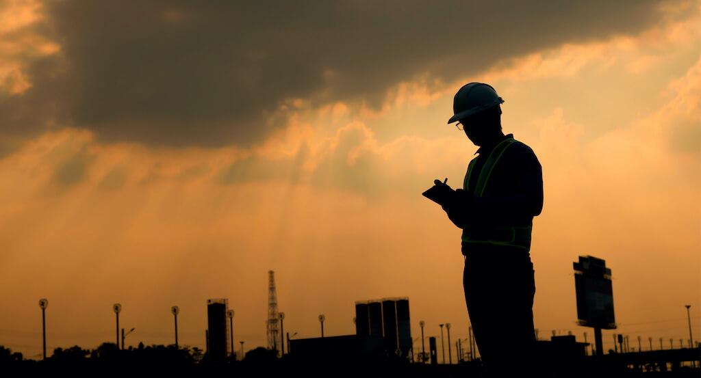 Technician-monitoring-data
