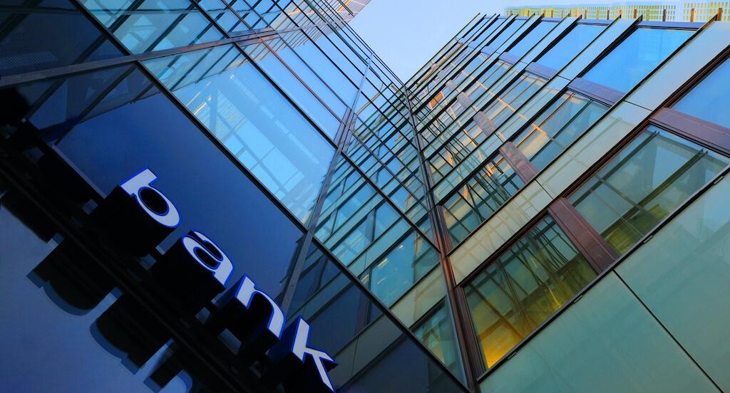 edge-data-center-for-high-security-bank-environment